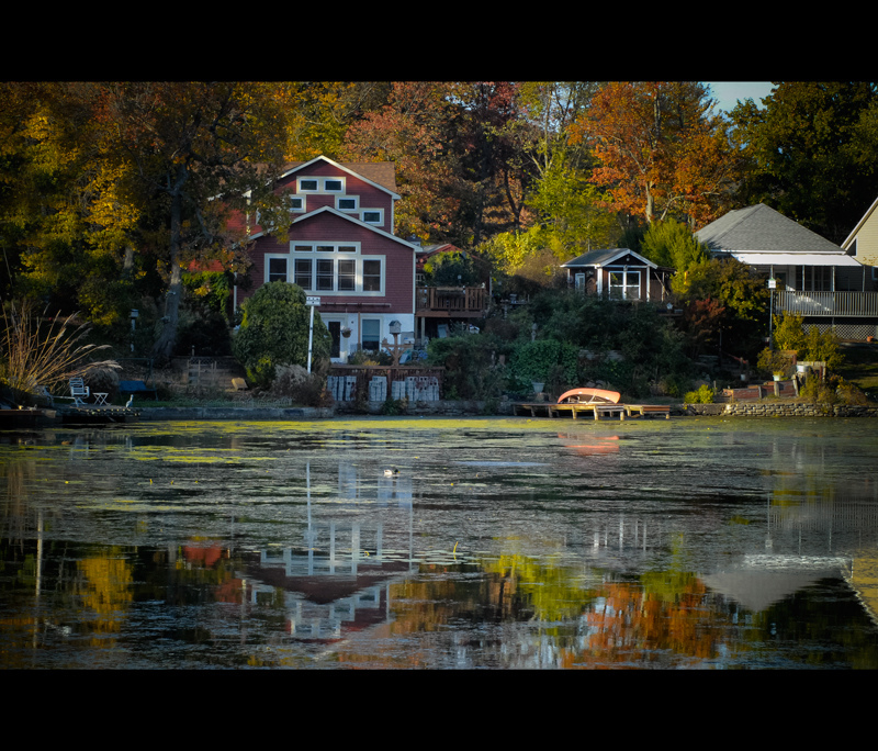 The little house in the lake ...